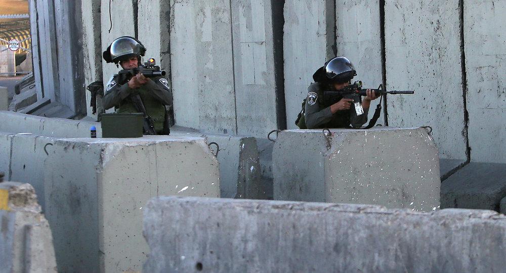 Soldados de las Fuerzas de Defensa de Israel en el campo de refugiados de Qalandia (archivo)