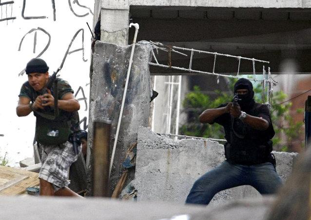 Enfrentamientos con narcos