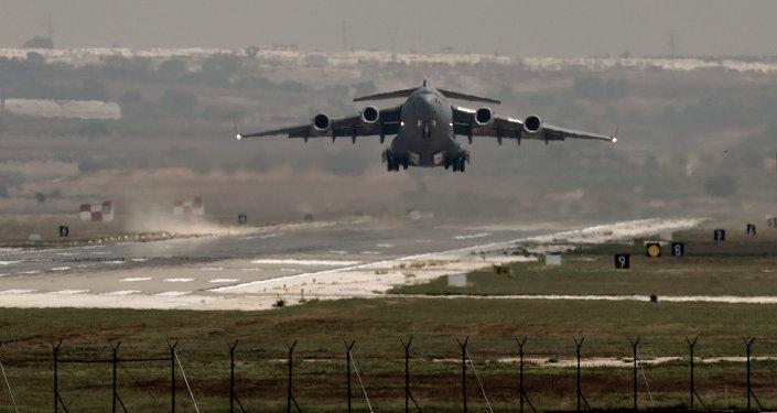 Avión militar de Fuerzas Aéreas despega de la base Incirlik en Turquía