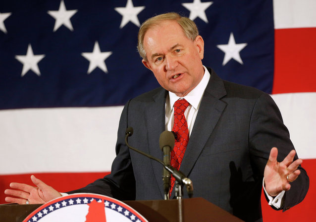 El exgobernador de Virginia y el precandidato para las elecciones presidenciales de 2016, Jim Gilmore