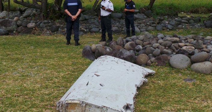 Pieza que podría pertenecer al avión del vuelo MH370
