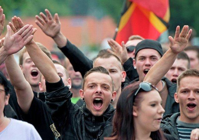 Manifestantes protestan contra alojamiento de migrantes en Alemania