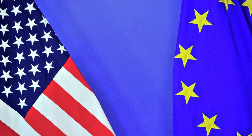 Banderas de EEUU y la UE (archivo)