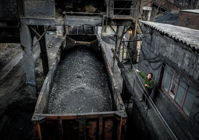 Carga de carbón en una minería en Donetsk