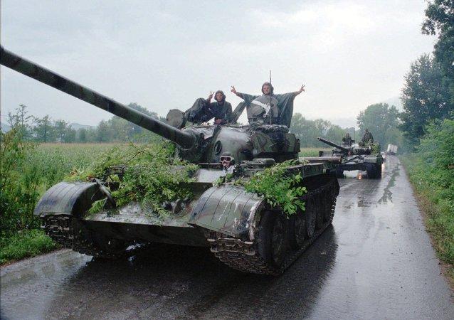 Soldados de Ejército croata celebran la victoria en Operación Tormenta (Archivo)