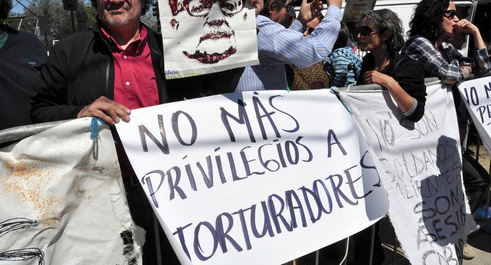 Protesta contra los privilegios para los presos condenados por los crimenes de lesa humanidad en Chile (Archivo)
