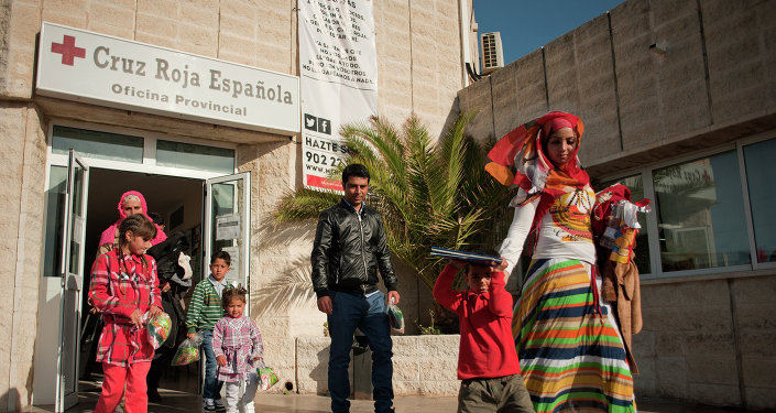 Familia de refugiados se va de centro de Cruz Roja Española