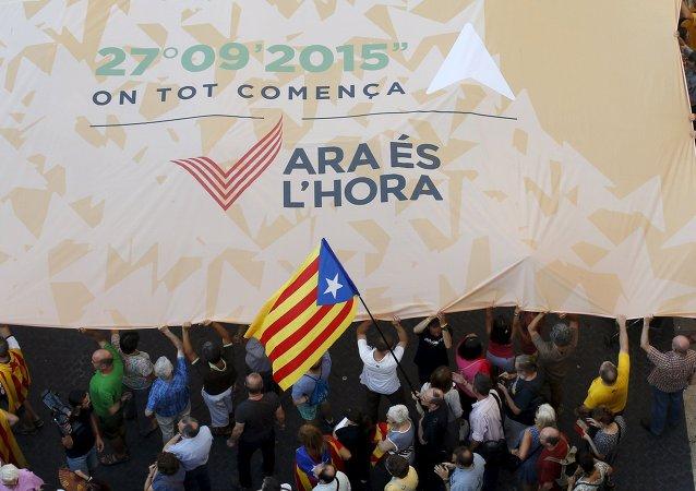 Los partidarios de favor de la independencia de Cataluña en la plaza de Sant Jaume en Barcelona