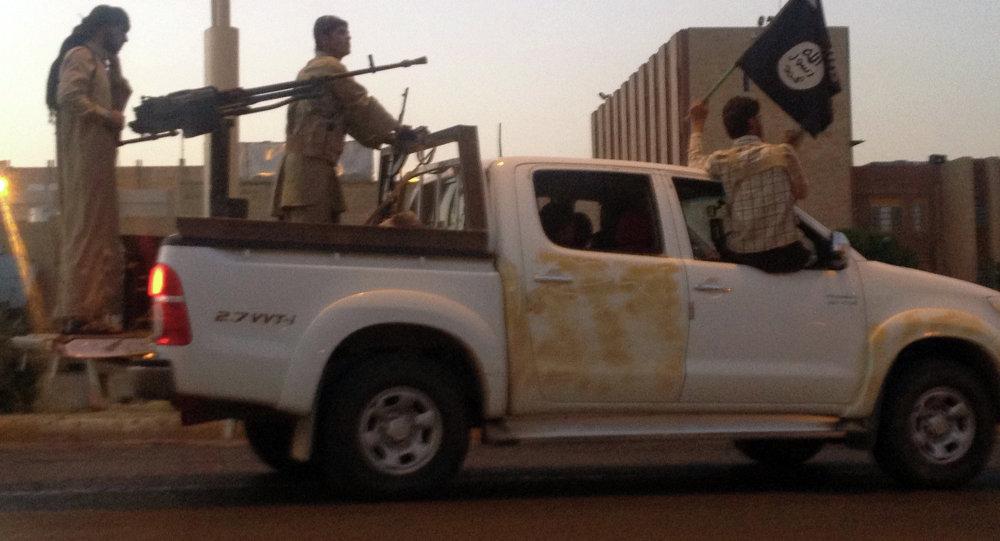 Militantes del grupo Estado Islámico (archivo)