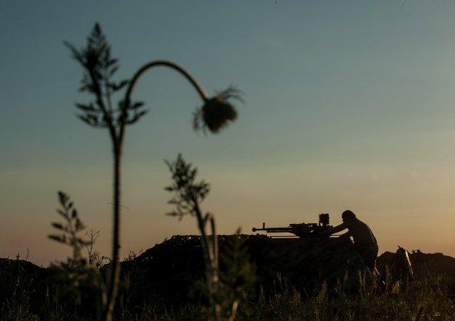 La línea de frente en el pueblo de Krymske, al este de Ucrania
