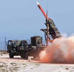 Lanzamiento de cohete de sistema antimisil Patriot  PAC - 2