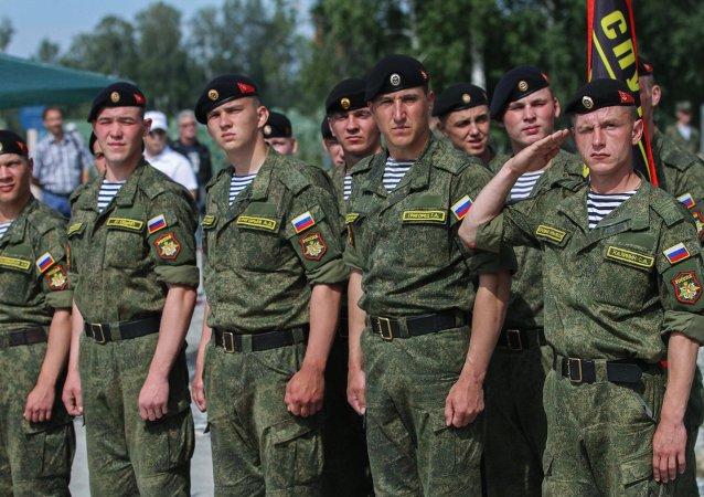 Militares del Ejército ruso antes de los Juegos Militares Internacionales, región de Novosibirsk