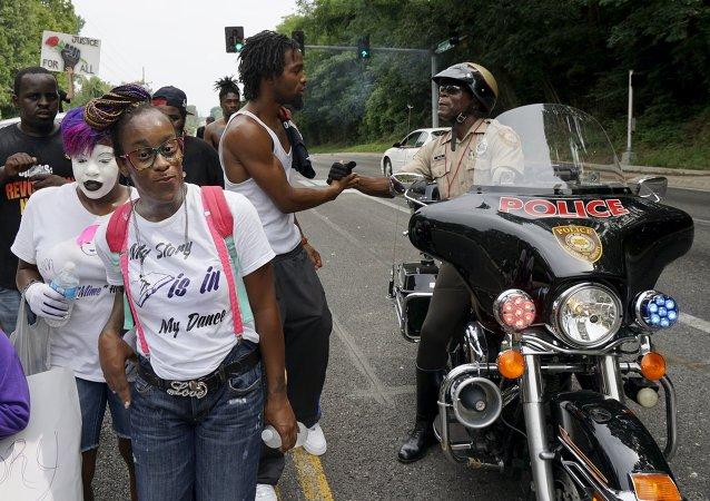 La policía de Ferguson no descansará durante el aniversario de la muerte de Michael Brown