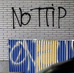 Grafitis en contra del TTIP en Bruselas, Bélgica