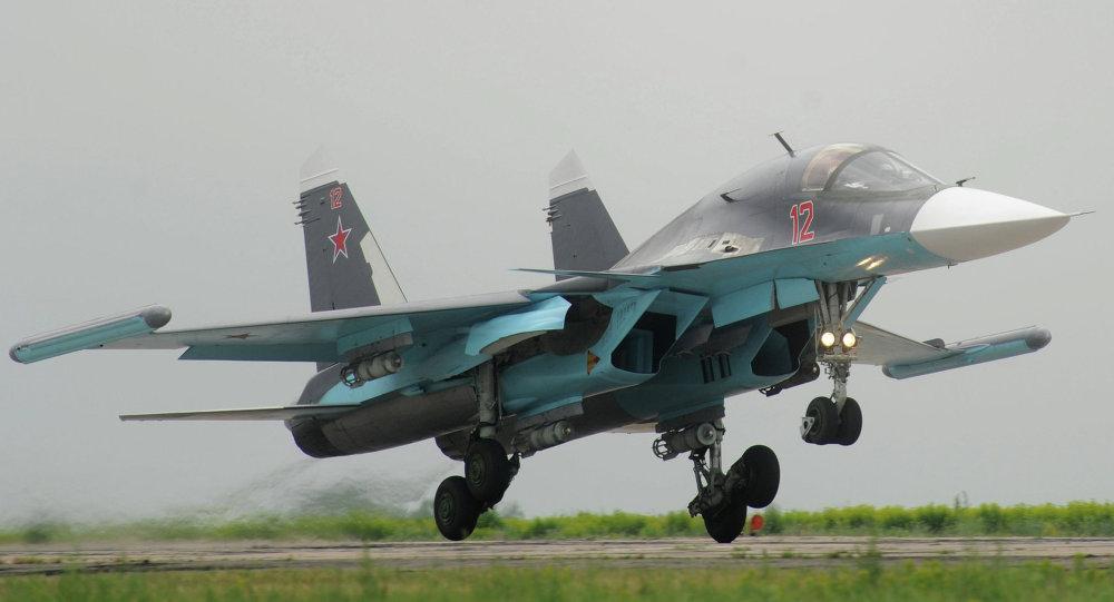 Bombardero Su-34 dotado con el sistema antimisil Khibiny