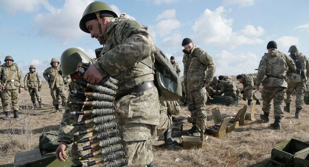 Soldados ucranianos durante maniobras (Archivo)