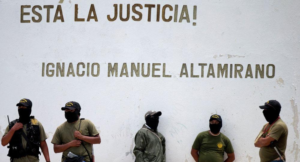 Milicianos en la ciudad de Tixtla, Guerrero, México