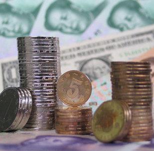 Yuanes y dólares (imagen referencial)