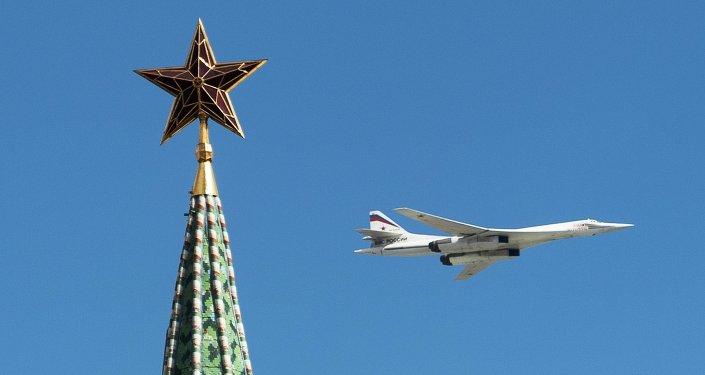 Bombarderos estratégicos Tu-160 durante el ensayo del desfile militar en Moscú