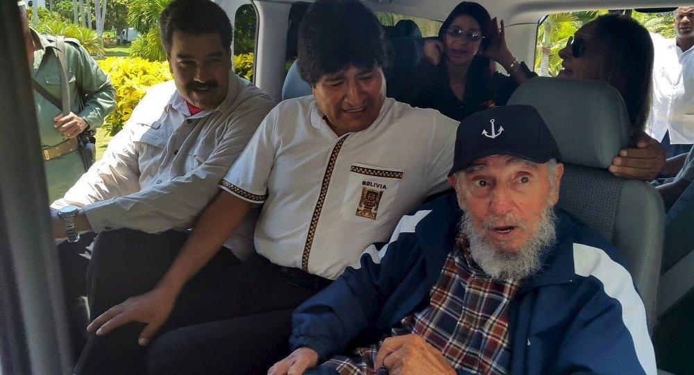 Cuba's former President Fidel Castro (R), Bolivia's President Evo Morales and Venezuela's President Nicolas Maduro sit together in a van in Havana, Cuba, August 13, 2015