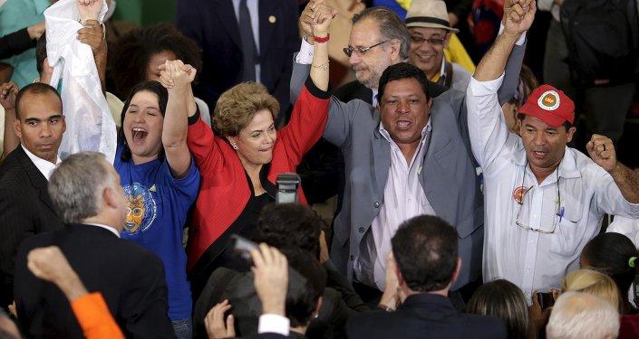 Dilma Rousseff, presidenta de Brasil, durante la reunión con representantes de movimientos sociales