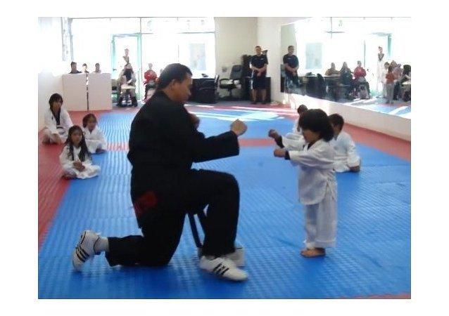 El pequeño maestro del taekwondo
