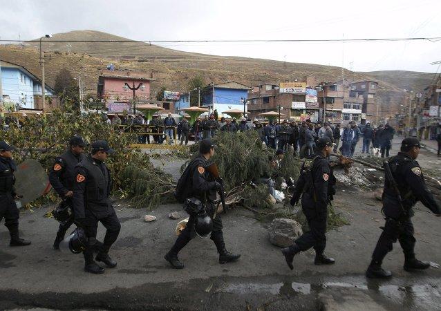 Policías peruanos