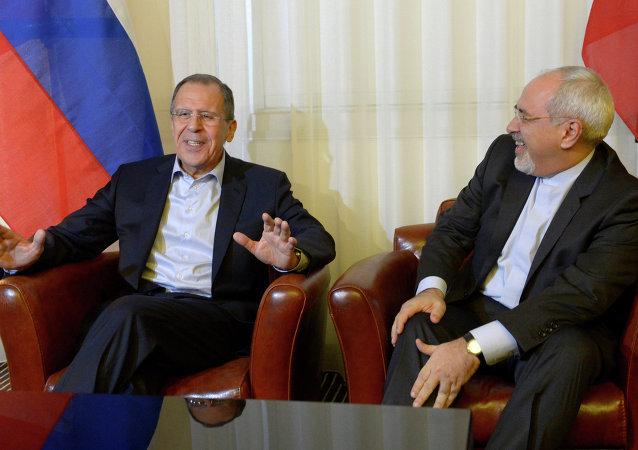 Ministro de Exteriores de Rusia, Serguéi Lavrov, y Ministro de Exteriores de Irán, Mohamad Yavad Zarif (Archivo)