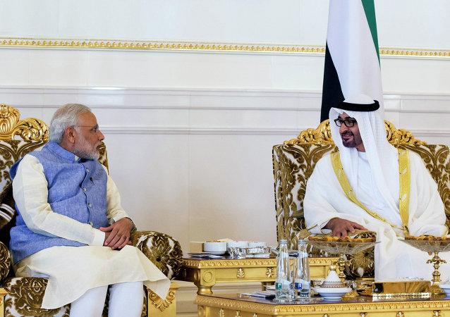 Narendra Modi, primer ministro de la India, y Mohamed bin Zayed Al Nahyan, príncipe heredero de los Emiratos Árabes Unidos, en Abu Dabi, el 16 de agosto, 2015