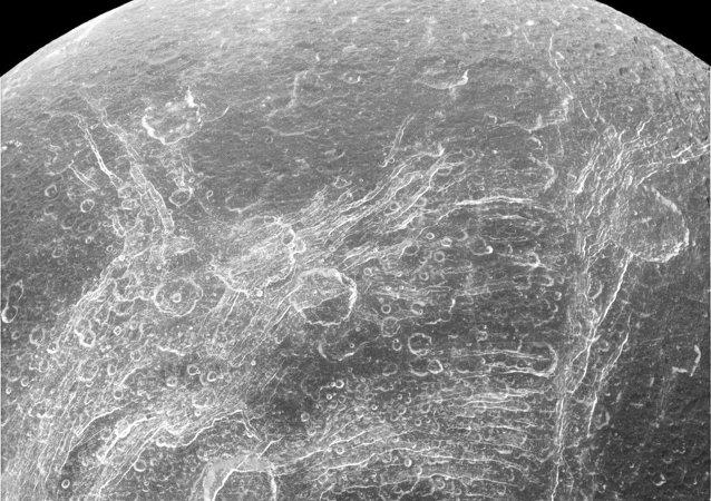 Grietas del Dione, satélite de Saturno