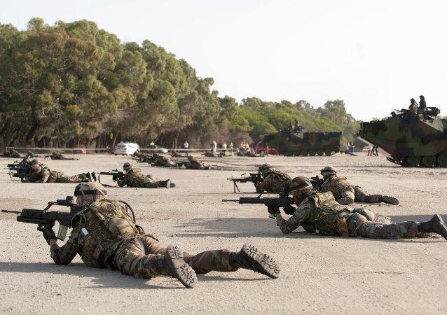 Militares españoles durante ejercicios de la OTAN (archivo)