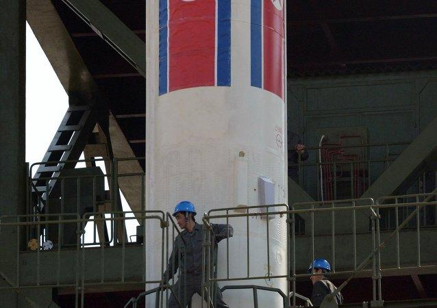 Corea del Norte prueba el nuevo motor de su cohete portador