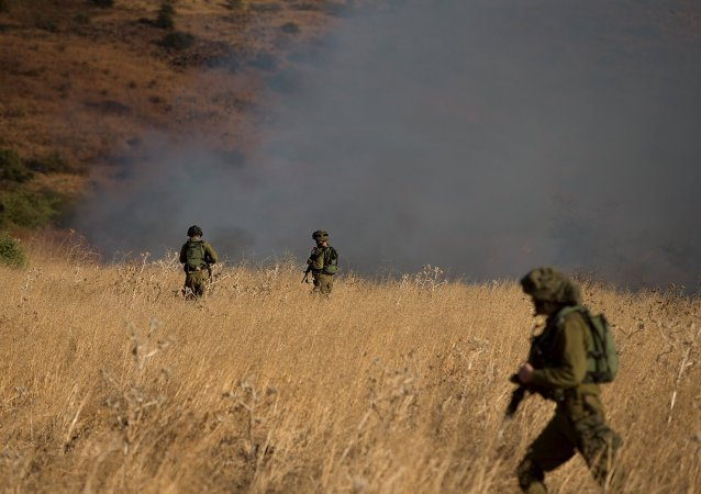 Soldados israelíes patrullan el lugar de ataque en Golán