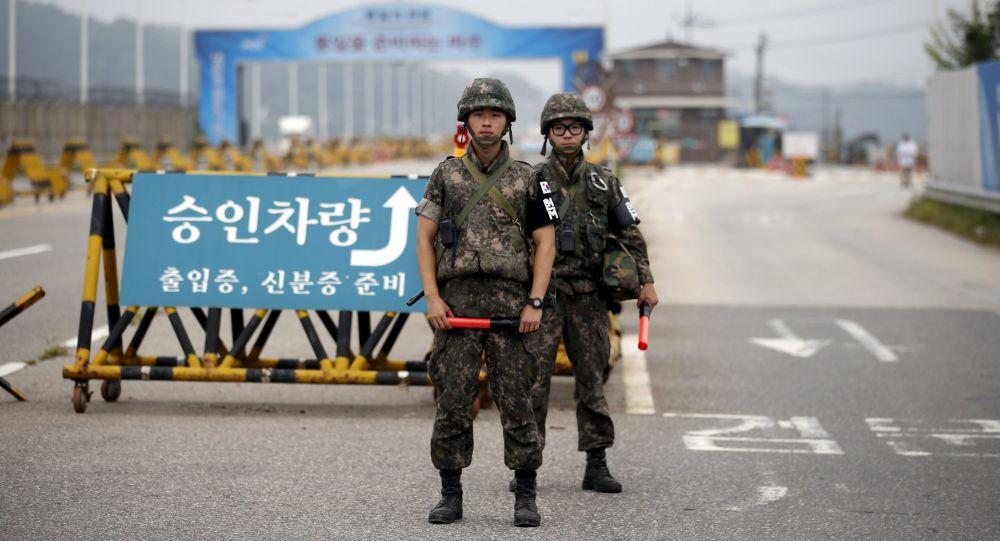 Soldados surcoreanos en la frontera entre las Coreas