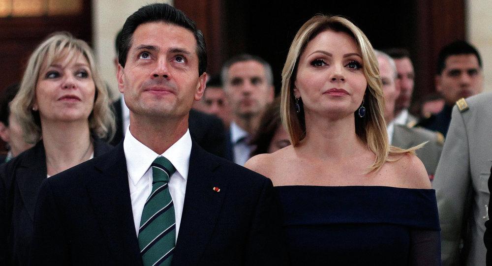 Enrique Peña con su esposa Angélica Rivera