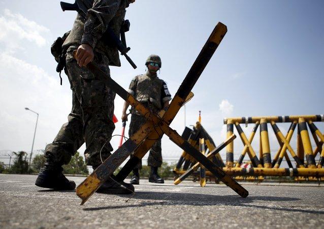Militares surcoreanos en la zona desmilitarizada de Corea