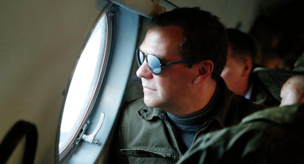 Dmitri Medvédev durante su visita a las islas Kuriles