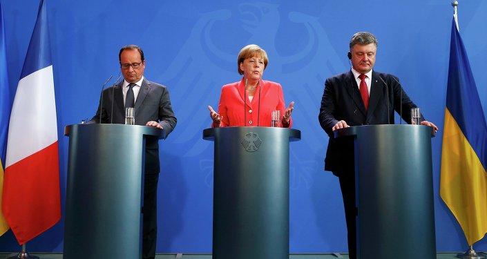 La canciller federal de Alemania, Angela Merkel, presidente de Franica, François Hollande y líder ucraniano, Petró Poroshenko (archivo)
