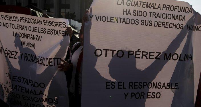 Manifestantes en Guatemala exigen renuncia del presidente