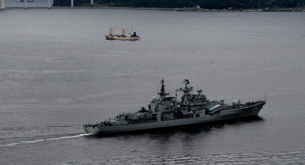 El destructor chino Taizhou durante las maniobras navales ruso-chinos en Vladivostók en 2015