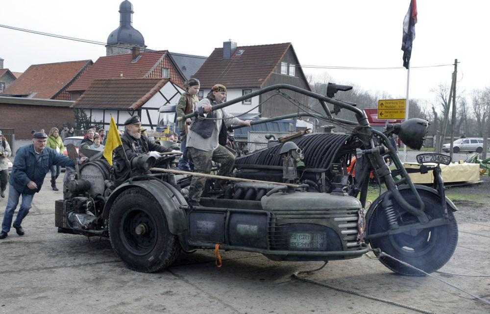 El 20 de noviembre de 2007, la motocicleta de fabricación casera más pesada del mundo fue presentada en Alemania
