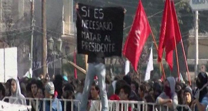 Estudiantes chilenos salen a las calles para protestar contra la reforma de educación en Chile