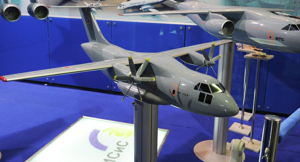 Avión de transporte militar Il-112