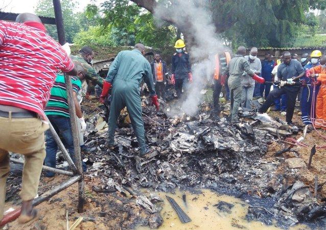 Siete muertos al estrellarse un avión militar en Nigeria