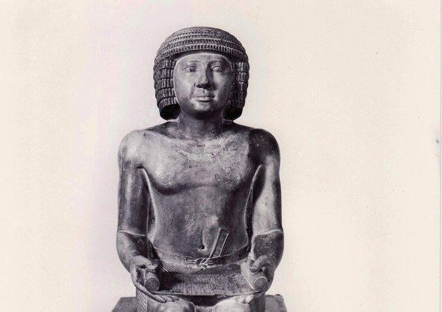 Estatua del inspector de los escribas Sejemka