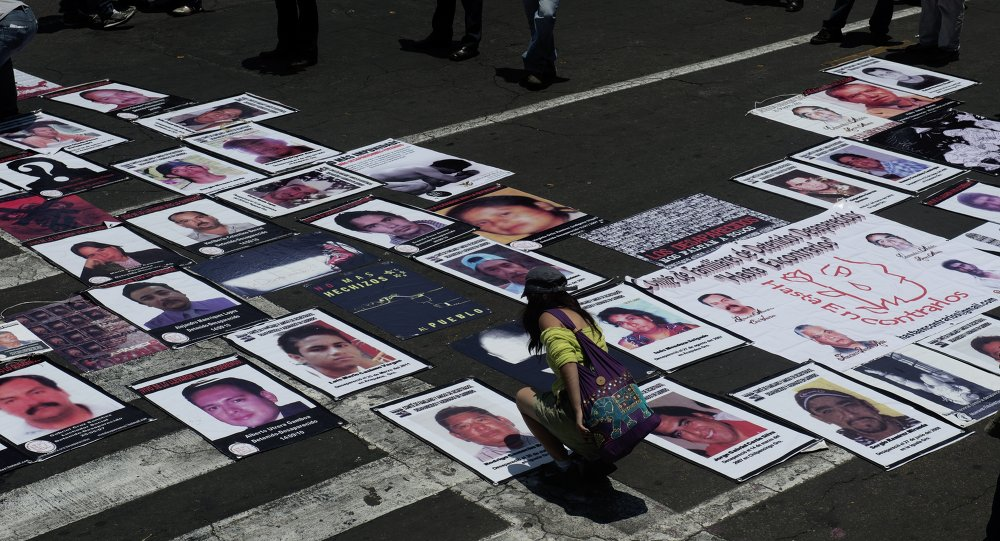Mapa con imágenes de personas desaparecidas en México (archivo)