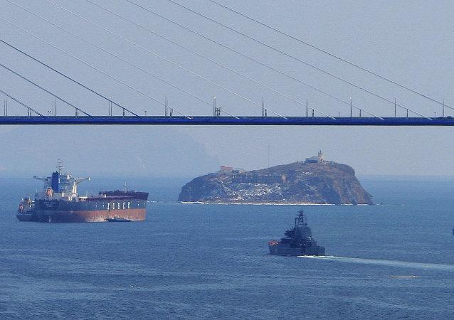 Se limita tráfico naval cerca de isla Russki durante Foro Económico Oriental