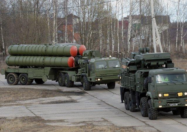 Sistema de misiles antiaéreos S-400 Triunf