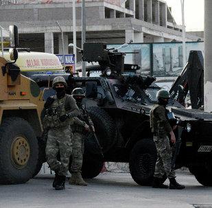 Soldados turcos después de los enfrentamientos en Diyarbakir