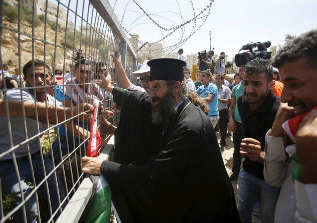El muro de Cisjordania destruye los olivos de Beit Yala